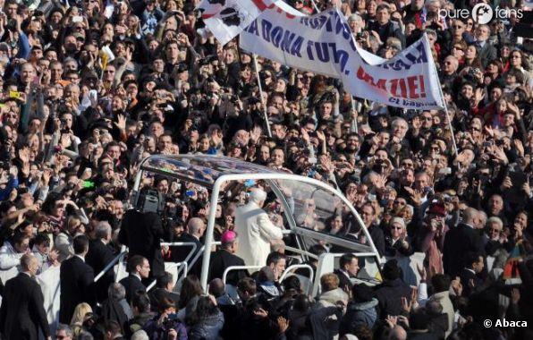 Dernier bain de foule pour Benoît XVI, ce mercredi 27 février