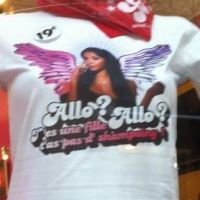 Nabilla (Les Anges 5) : son #NonMaisAlloQuoi en t-shirt !