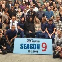 Grey's Anatomy saison 9 : la photo de classe de la très nombreuse équipe