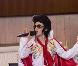 Jess se prend pour Elvis dans New Girl