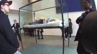 Tilda Swinton : petite sieste artistique au MoMa
