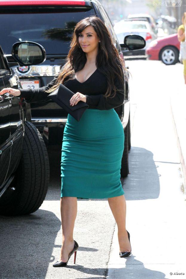 Kim Kardashian enceinte se moque des critiques sur son poids