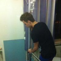 Chris Bieber : sa photo à l'hôpital après la mort de son petit frère déchaîne la haine sur Twitter