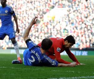 Luis Suarez a mordu son adversaire Branislav Ivanovic