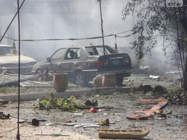 Un attentat à la voiture piégée a touché l'ambassade de France en Libye.