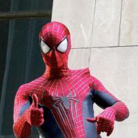 The Amazing Spider-Man 2 : Peter Parker retrouve Gwen et fait le show en costume