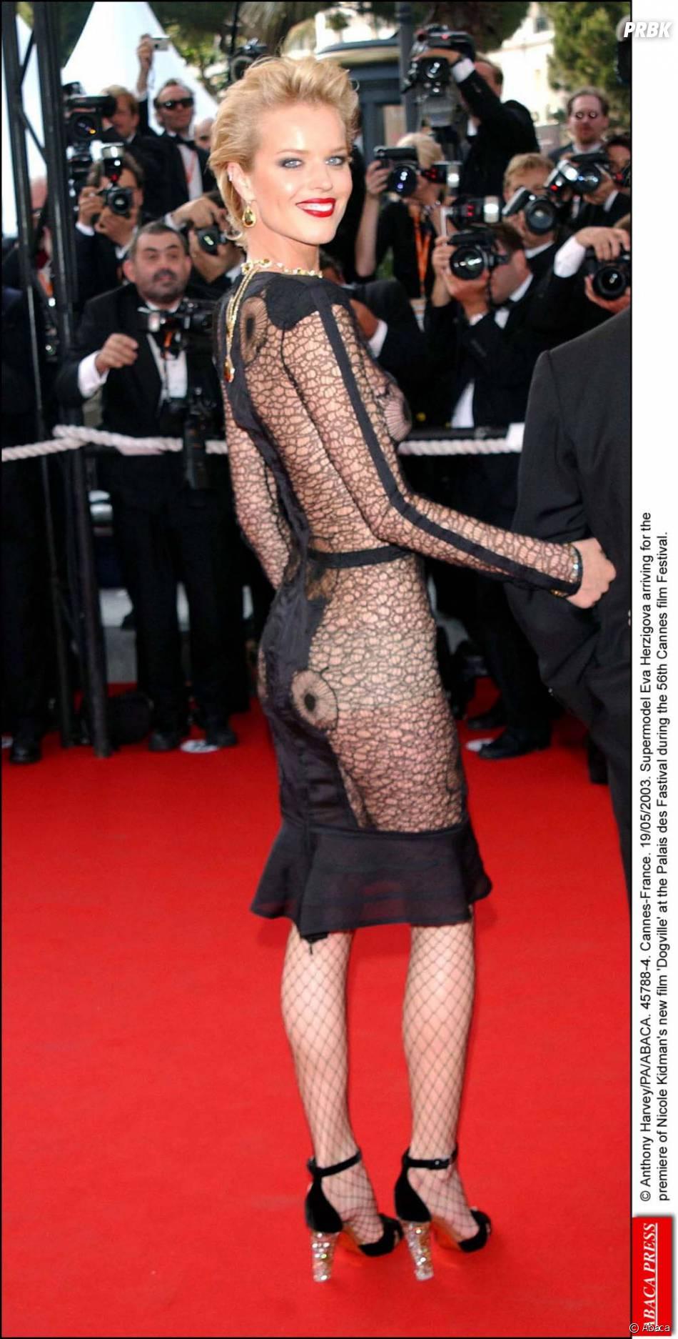 Eva Herzigova chauffe Cannes