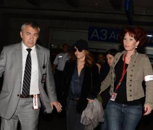 Vanessa Paradis bien entourée le 15 mai à l'aéroport de Nice