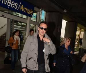 Nikos Aliagas arrive à Cannes