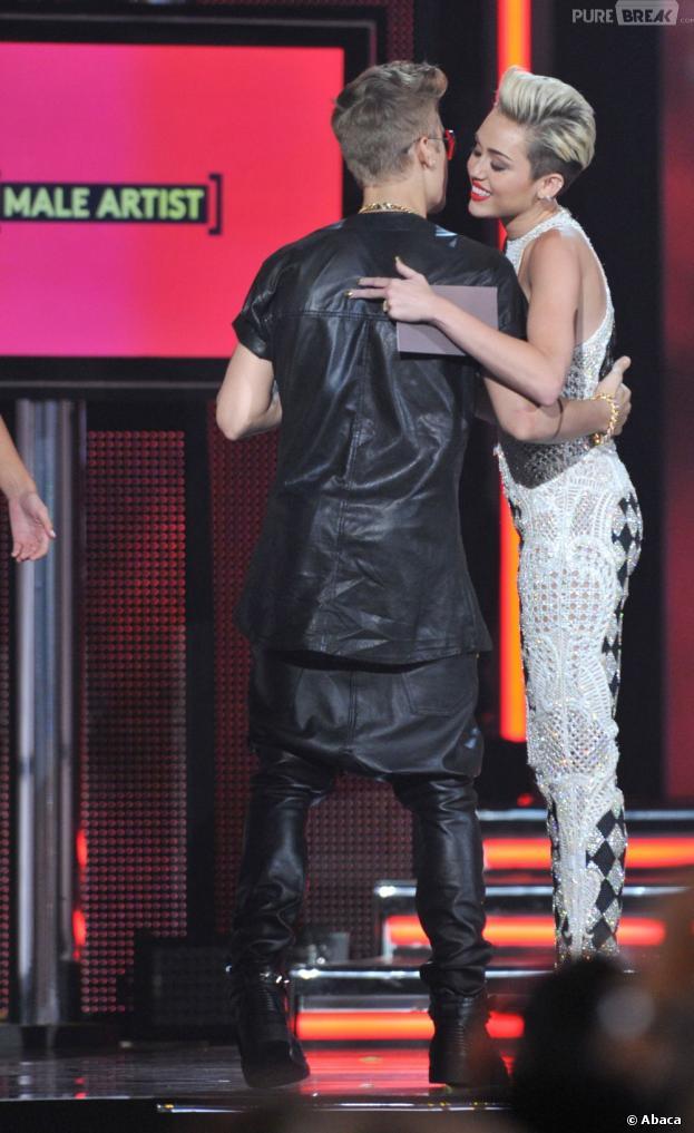 Justin Bieber et Miley Cyrus en couple ? Pas vraiment...