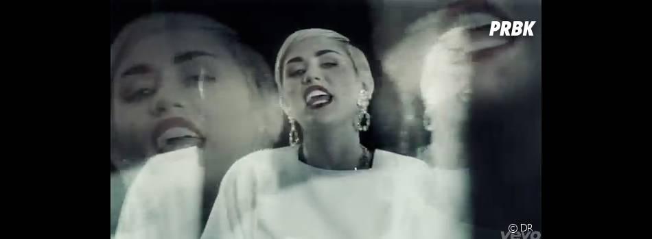 Miley Cyrus posée dans Ashtrays and Heartbreaks