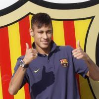 Neymar (FC Barcelone) en couple : Bruna Marquezine, son atout charme