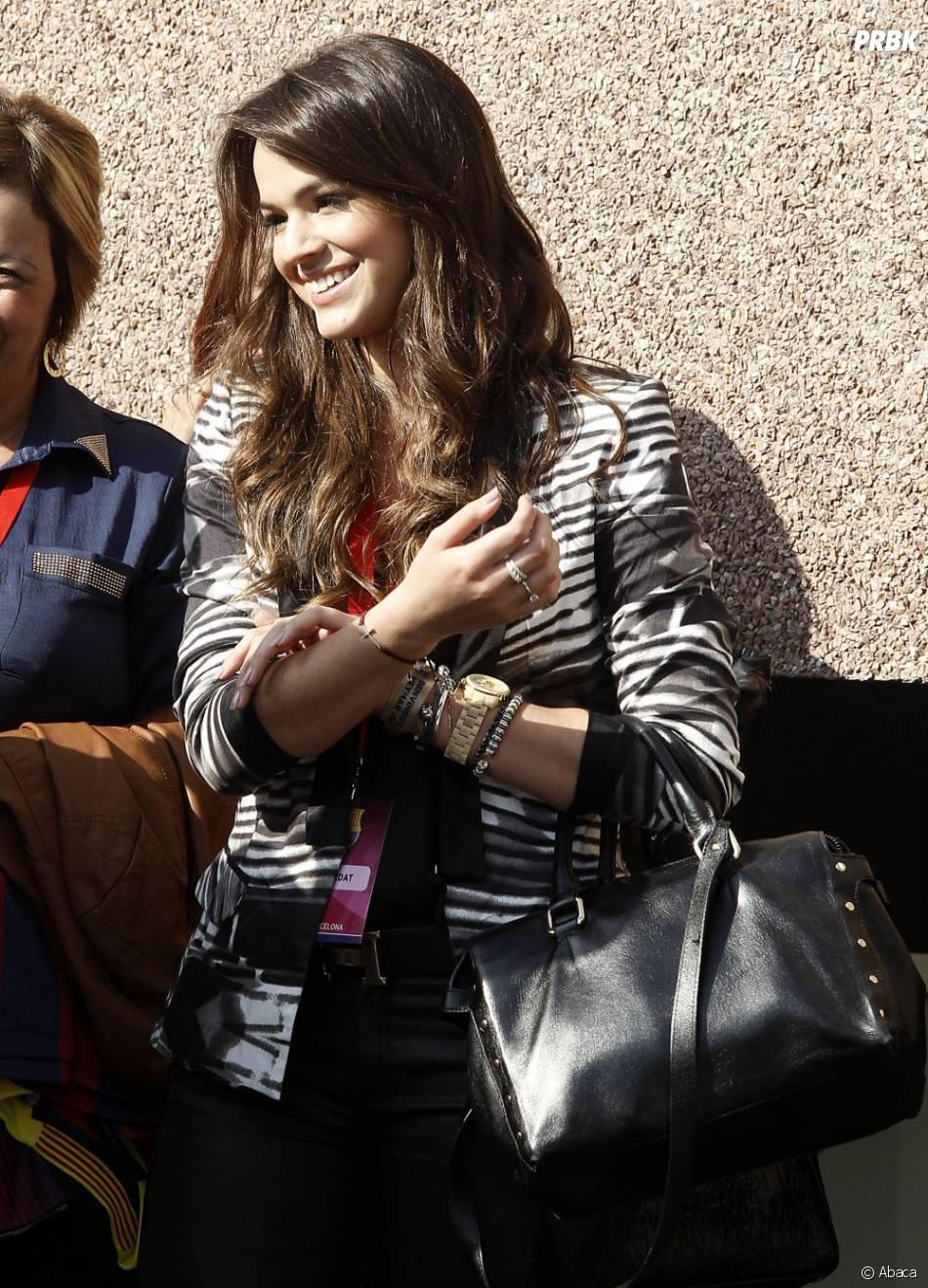 Bruna Marquezine, ultra souriante au Camp Nou pour la présentation de Neymar