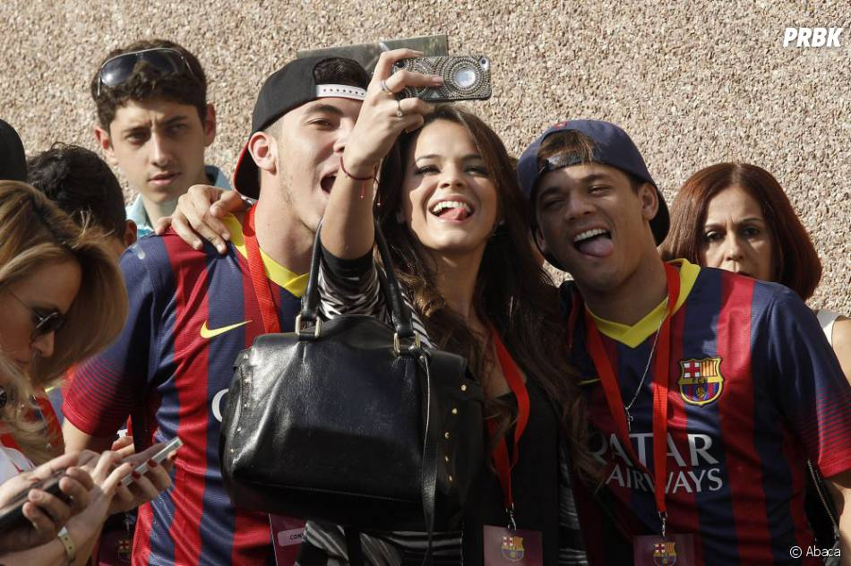 Bruna Marquezine prend la pose avec les amis de Neymar