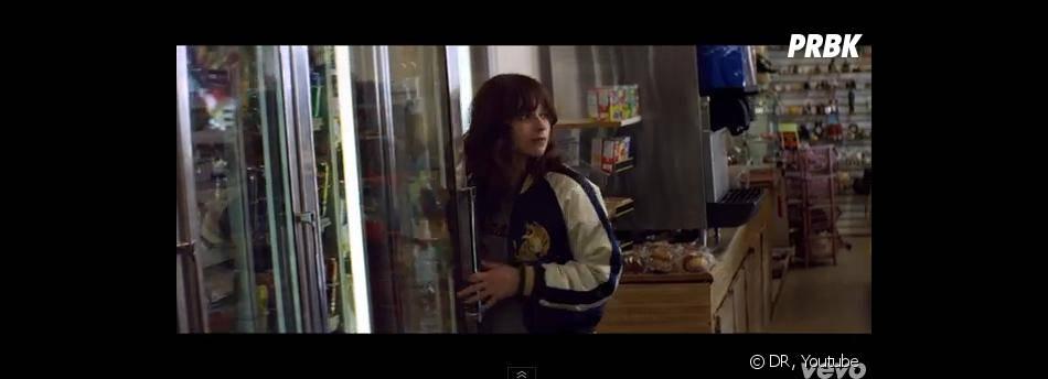 """Gabrielle Aplin dans son clip """"Home""""."""