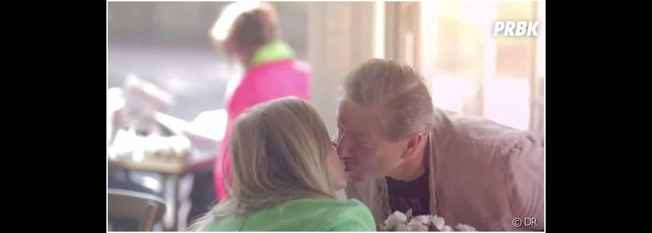 """Deux clients du """"Metro St James"""" s'embrassent contre un café gratuit"""