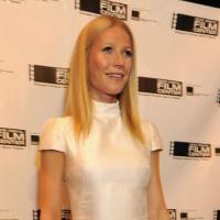 Gwyneth Paltrow : elle oublie son soutif, sa poitrine prend la pose