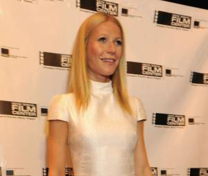 Gwyneth Paltrow oublie son soutif lors du Gene Siskel Film Center Gala
