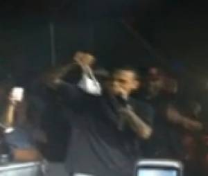 Une fan de Chris Brown lui donne sa petite culotte
