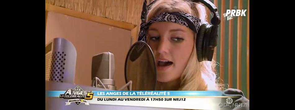 Les Anges 5 : Aurélie s'est lancée dans la musique.