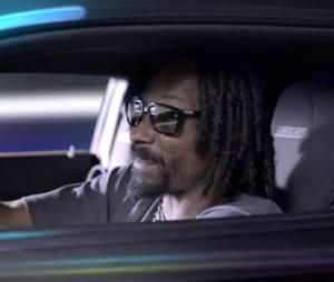 Snoop Dogg au volant de son bolide dans le clip de Let The Bass Go
