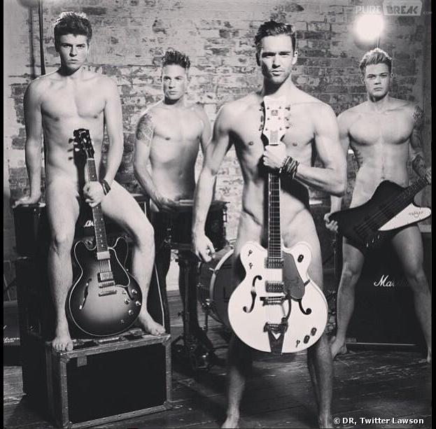 Les Lawson posent nus pour la lutte contre le cancer dans le Cosmopolitan UK août 2013