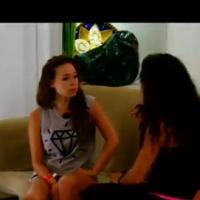 """Kim (Les Marseillais à Cancun) : """"C'est une crevette. Elle a un corps de dingue, la tête faut la couper"""""""