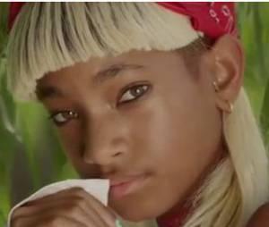 Willow Smith blonde dans le clip de Summer Fling