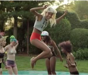 Willow Smith profite du soleil dans le clip de Summer Fling