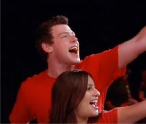 Cory Monteith chante Don't Stop Believing avec Lea Michele