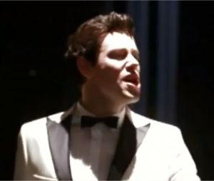 Cory Monteith chante Man in the Mirror dans Glee