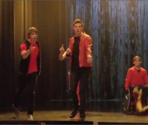 Cory Monteith chante le mash-up Bye-Bye/I Want it That Way avec Matthew Morrison dans la saison 4 de Glee