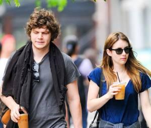 Emma Roberts et Evan Peters dans les rues de NY le 22 mai 2013