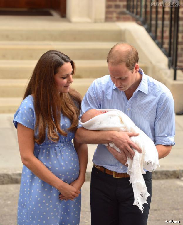Kate Middleton, le Prince George et le Prince William, le 23 juillet 2013 à Londres
