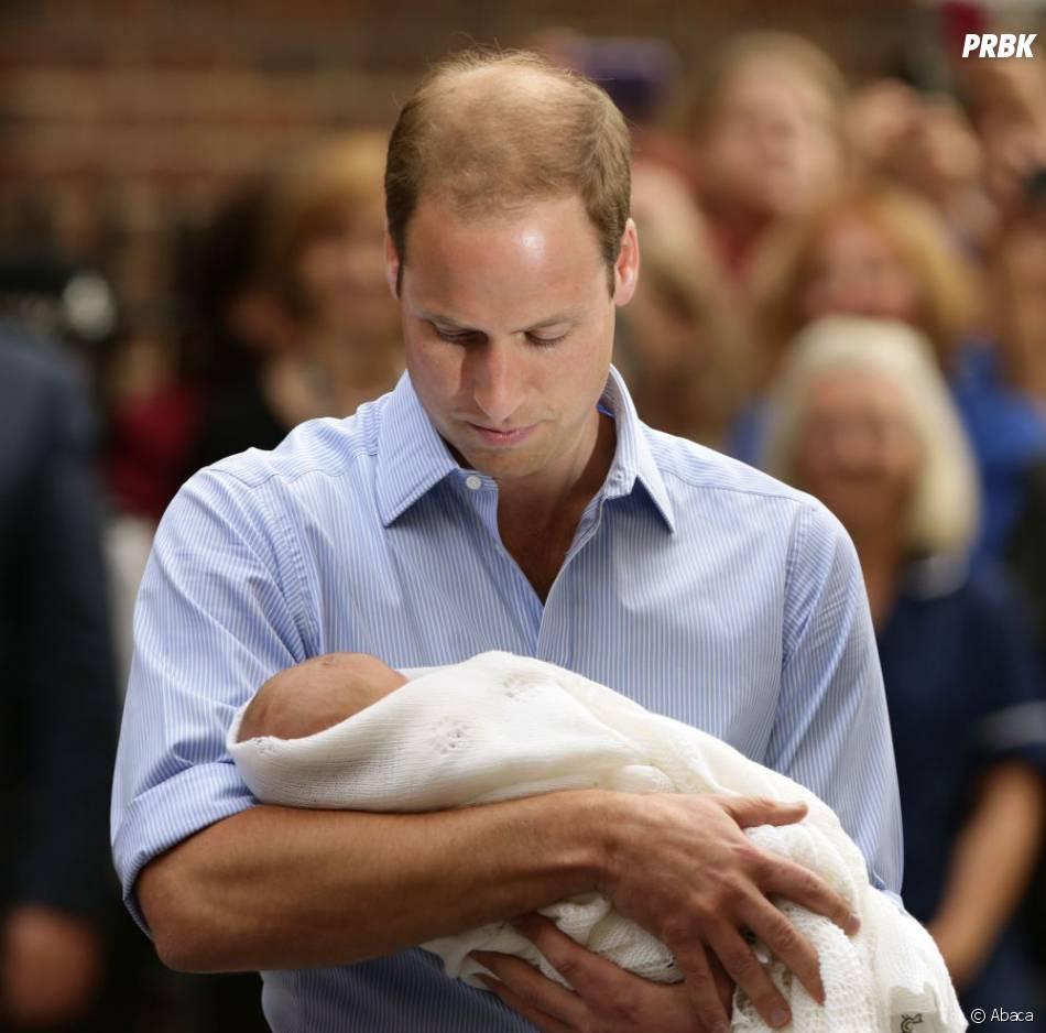 Le Prince William et Prince George, le 23 juillet 2013 à Londres
