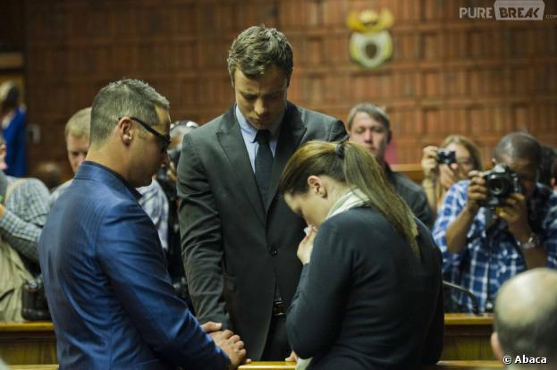 Oscar Pistorius et ses proches, le 19 août 2013 au tribunal de Pretoria