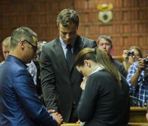 Oscar Pistorius : prière familiale, le 19 août 2013 au tribunal de Pretoria
