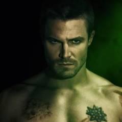 Arrow saison 2 : les acteurs torse nu sur les posters