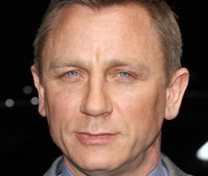 James Bond : Daniel Craig va encore voyager