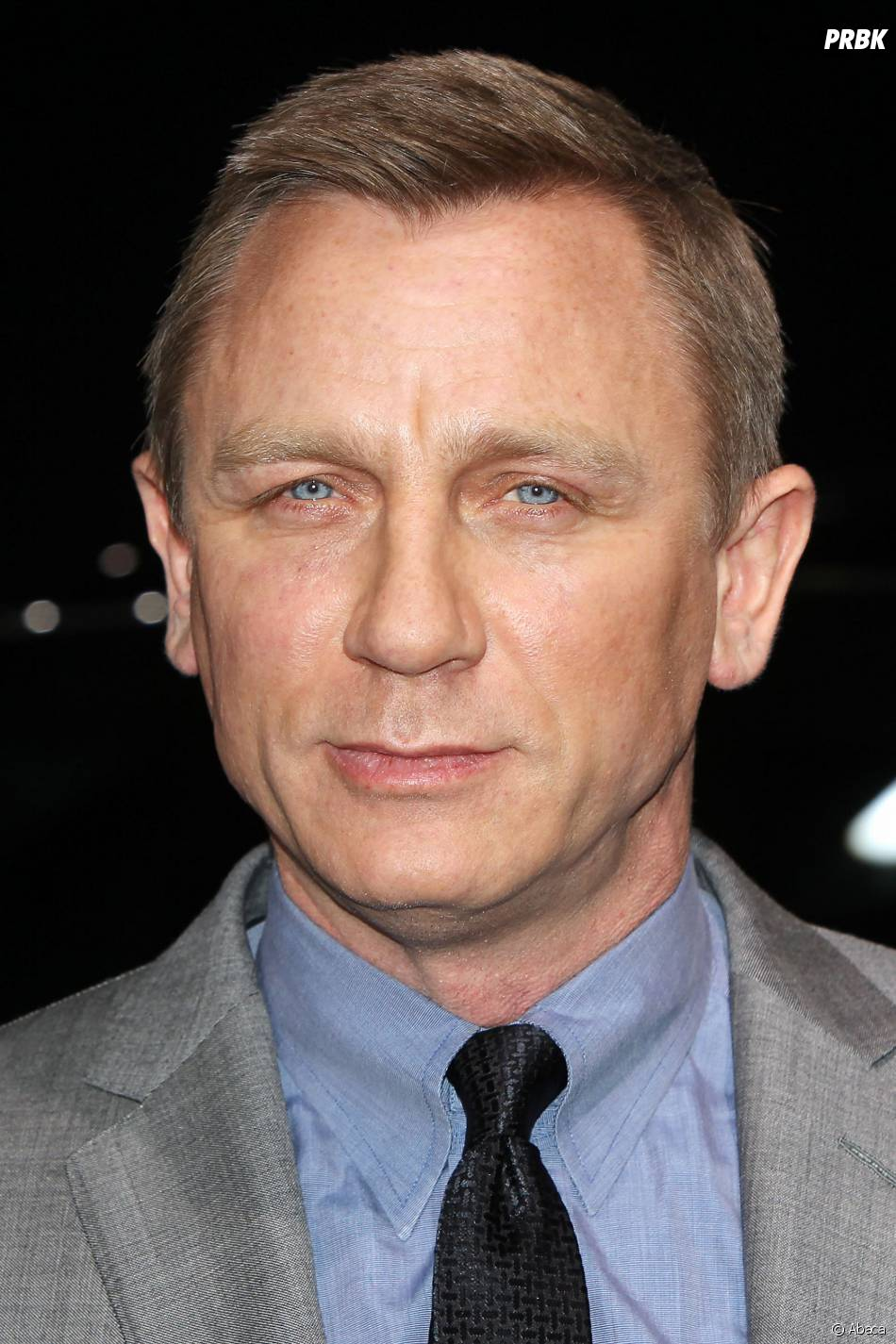 James Bond : Daniel Craig va encore voyager