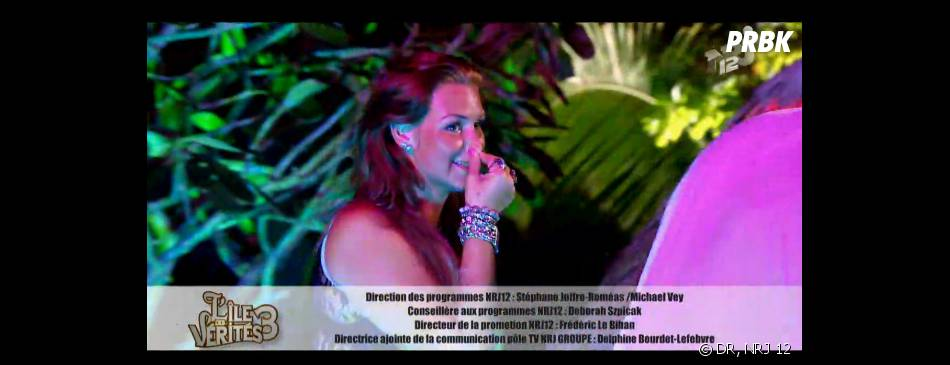 L'île des vérités 3 : Aurélie choquée par le bisou de Raphael