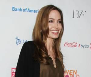 Angelina Jolie fait preuve de courage face aux risques de cancer