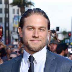 Fifty Shades of Grey : Charlie Hunnam innondé de culottes avant le tournage
