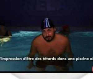 Est-ce que ça marche : Moundir en slip et bonnet de bain pour son reportage sur l'aqua-zumba