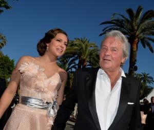 Alain Delon et Marine Lorphelin très classes pour la projection de Plein Soleil au Festival de Cannes 2013