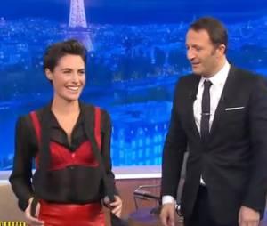 """Alessandra Sublet en soutif dans """"Ce soir avec Arthur"""", le 18 octobre 2013"""
