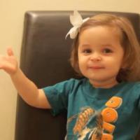 Une petite fille réalise le message d'anniversaire le plus cute du monde