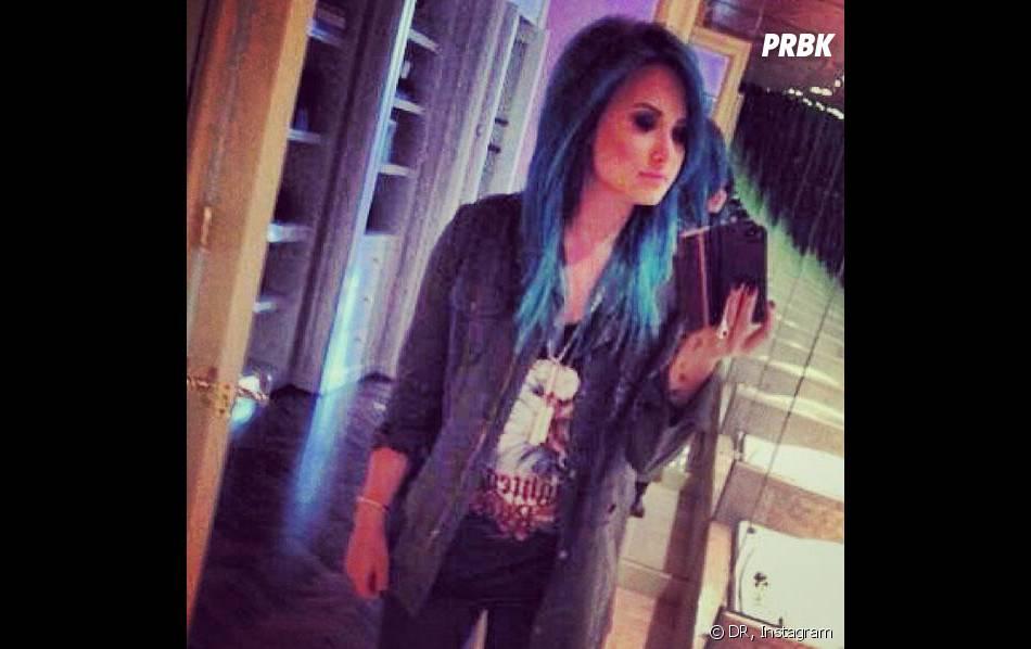 Demi Lovato se tape la pose avec Selena Gomez sur le plateau de X Factor le 7 novembre 2013