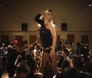 Kate Moss sexy dans le clip de Paul McCartney