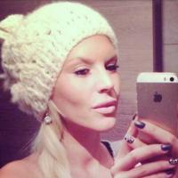 Amélie Neten enceinte ? Elle sème le doute sur Twitter
